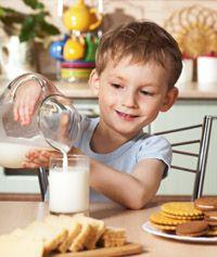 Количество молока в рационе школьника