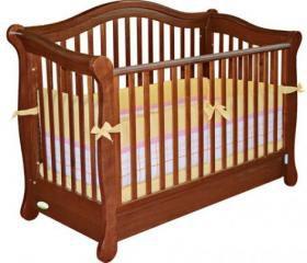 Детская кроватка из натуральных материалов