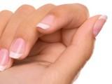 Почему слоятся ногти?